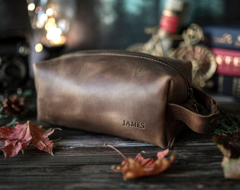 Personalized leather dopp kit, mens leather toiletry bag, mens dopp kit, mens toiletry bag with a name stamp, unique gifts