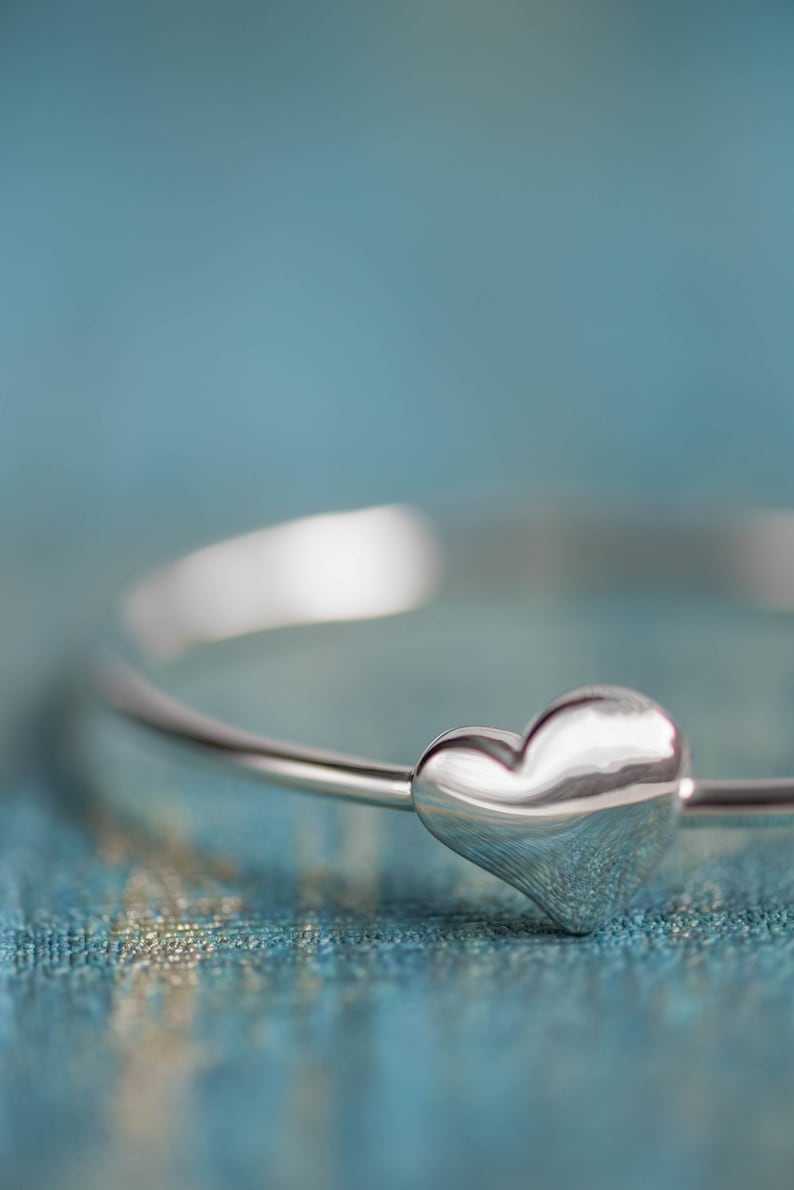 Size 6 Genuine 925 sterling silver Bangle with small frangipanni with opening cl