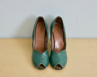 Vintage 1940's Women's Green Alligator Peep Toe Shoes / 40's womens shoes
