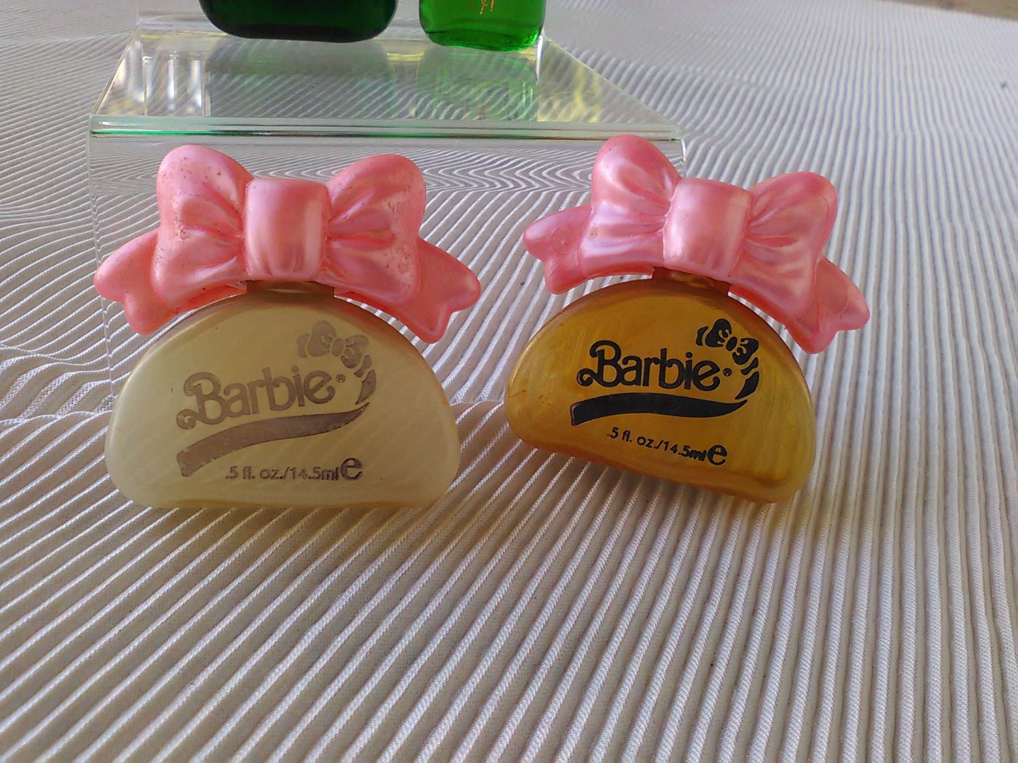 1 ravissante miniature de parfum BARBIE de MATTEL