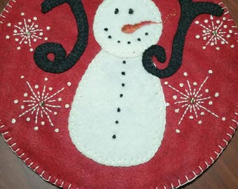 Adorable handmade candle mat just perfect to add to your Christmas decorations.