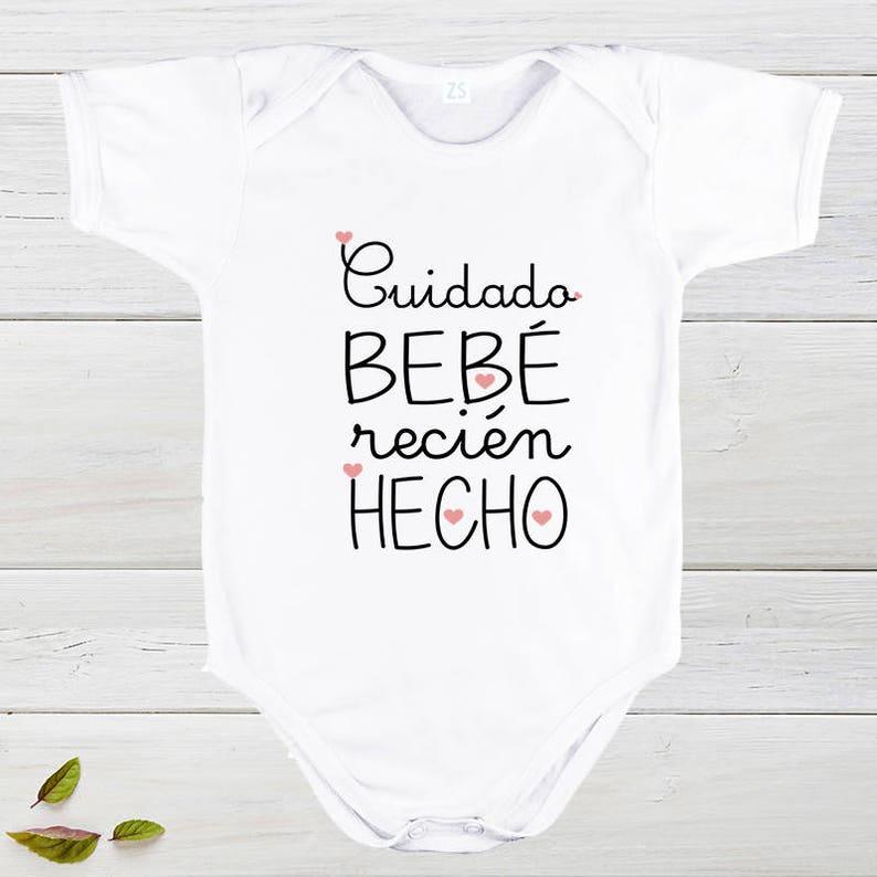 854d2c831 Cuidado bebe recién hecho Camiseta infantil bebe recién nacido