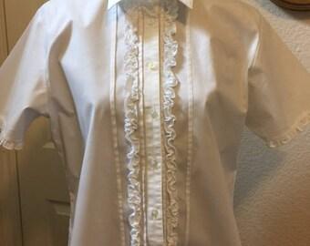 Ladies' crisp white blouse, Size Large.