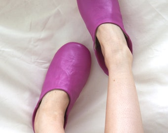 Women's Leather Slippers || Traditional Moroccan Basic Babouche || Hand Dyed With Natural Colour || Fuchsia