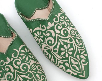 Women's Green Leather Decorative Slippers    Traditional Moroccan Decorative Babouche    Hand Cut Decorative Leather     Green