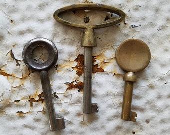 3 Antique Keys, Vintage Skeleton Keys, Brass Skeleton Key, Vintage Keys, Cast Iron Keys, Antique Door Keys, Old Rustic Keys, Fancy Keys