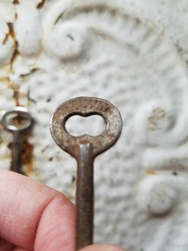 3 Antique Skeleton Key, Antique Door Keys, Vintage Skeleton Keys, Fancy Old  Keys, Antique Door Locks, Old Skeleton Keys, Set of Antique Keys - 3 Antique Skeleton Key Antique Door Keys Vintage Skeleton Etsy
