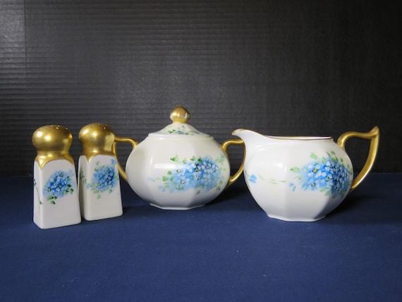 Glossy Blue Old Fashioned Quilt Design 6 x 5 Ceramic Salt And Pepper Shaker Set