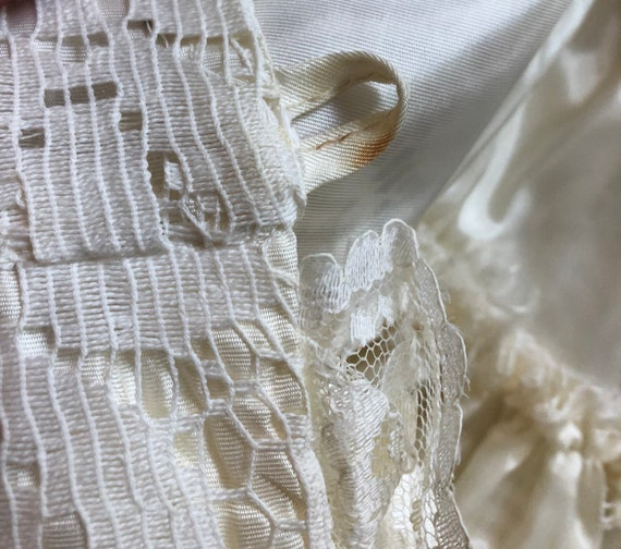 1960s white lace mini-dress, 60s vintage wedding … - image 10