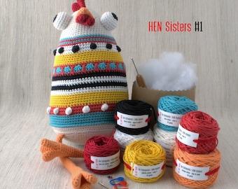 De Estraperlo - HEN Sisters #1 - DIY Crochet kit, amigurumi kit, Christmas Gift, Crochet Doll, Stuffed Animal, Crafter Gift