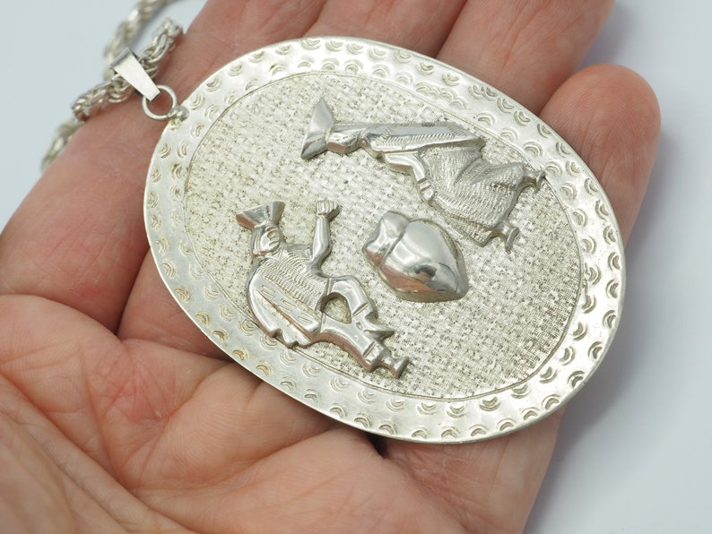 Vintage handmade 900 silver ethnic traditional large oval relief medal pendant unisex men women twisted rope chain necklace Ecuador