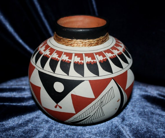 60spueblo Pottery Vase Marked Jl Native American Etsy