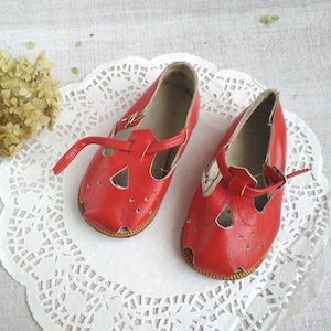 White Vintage Soviet Children shoes leather Sandals baby Shoes girl Shoes-for-kids Made in USSR 1970 Soviet Shoes Russian Perforated Sandals