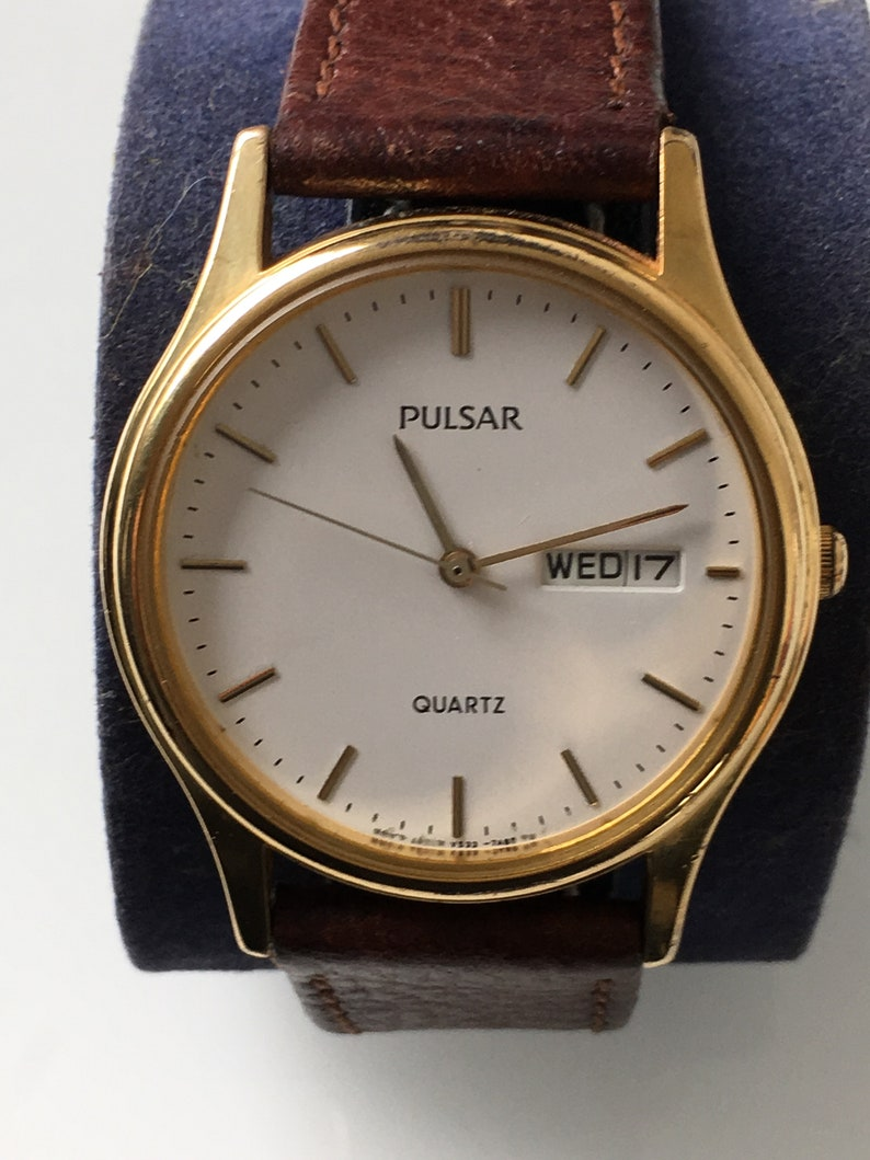 Vintage Pulsar men s dress quartz watch V533-7A70 in  e2fe23b881c