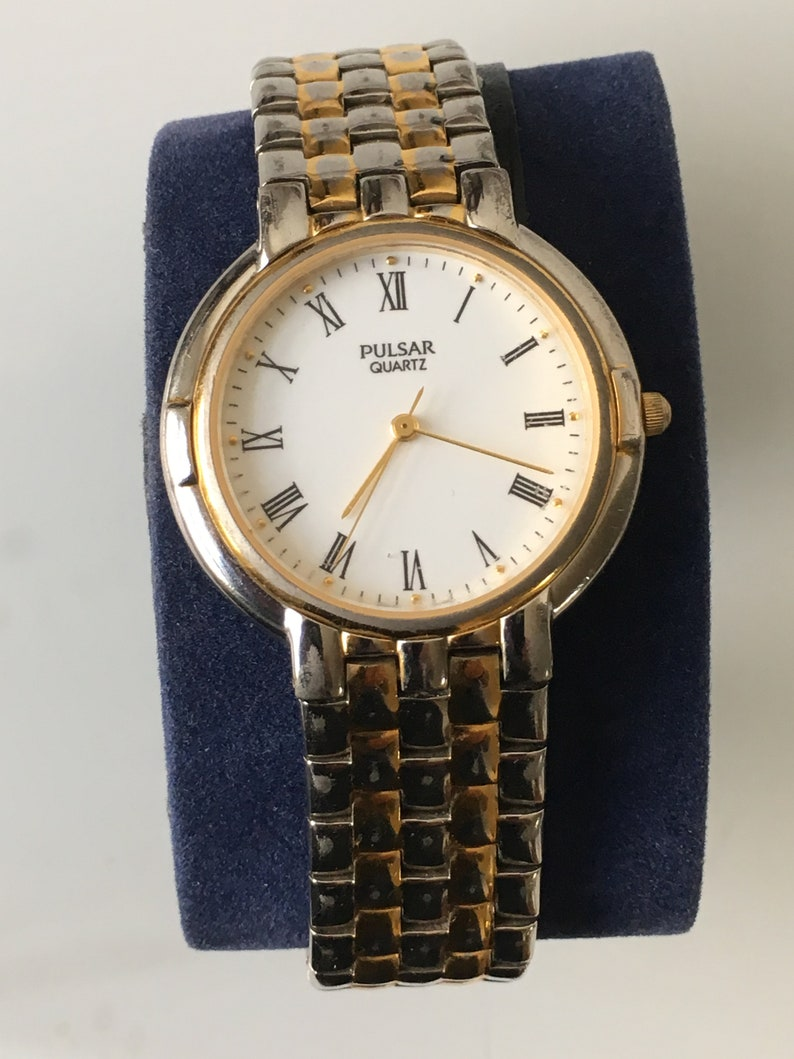Vintage Men s Pulsar Quartz Gold And Silver Dress Watch  793651168f3