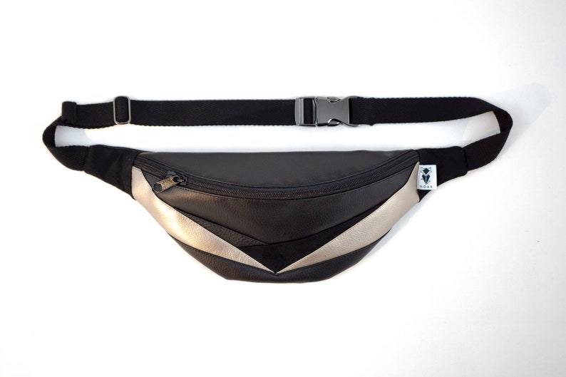 Belly pocket triangles platinum with zip pocket