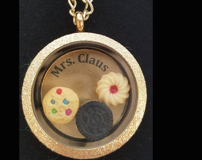 Floating heart lockets for Mrs. Claus and other festive folks