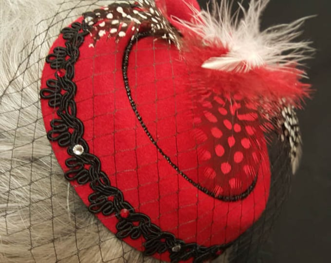 Fascinator feather hat with beaded trim and Austrian crystal embellishment. Clip on design.