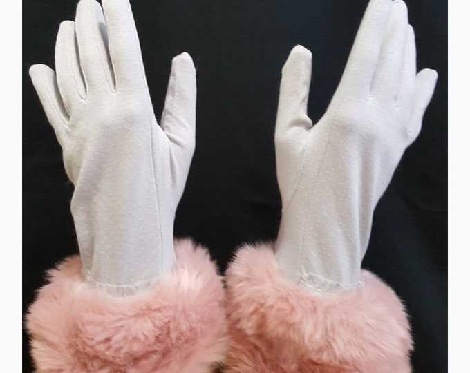 Gloves light gray cotton with pink micro dots and dusty pink faux fur cuffs.