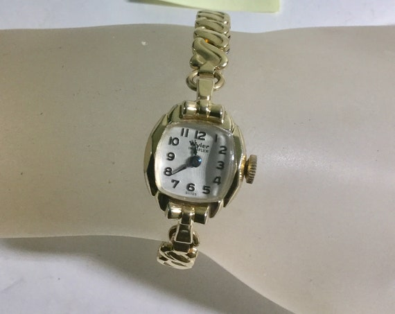 1940s Ladys Wyler Hand Wind Wristwatch Gold Filled 15mm by 28mm Running