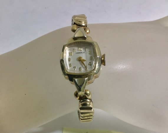 1975 Bulova Caravelle Ladys Hand Wind Wristwatch Gold Tone 17mm by 27mm