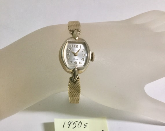 1950s Wittnauer Ladys Hand Wind Gold Filled Wristwatch 17mm by 26mm