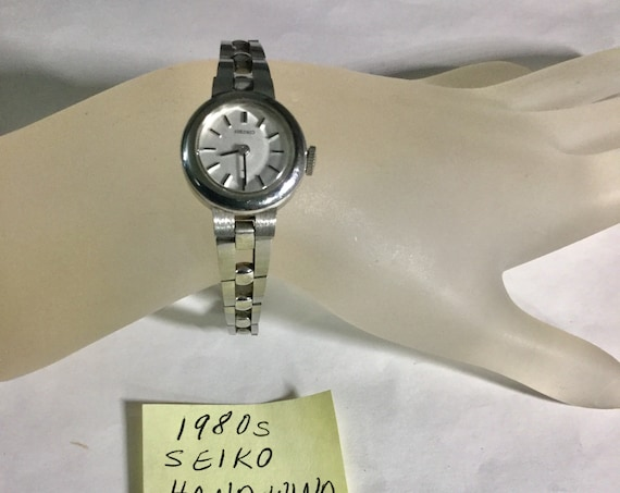 1980s Ladys Seiko Hand Wind Stainless Bracelet Watch 19mm 6 3/4 inches