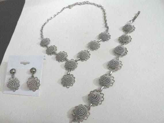 1950s Necklace Set Silver Tone Choker Necklace, Bracelet, Screw Back Earrings 18 inch Necklace