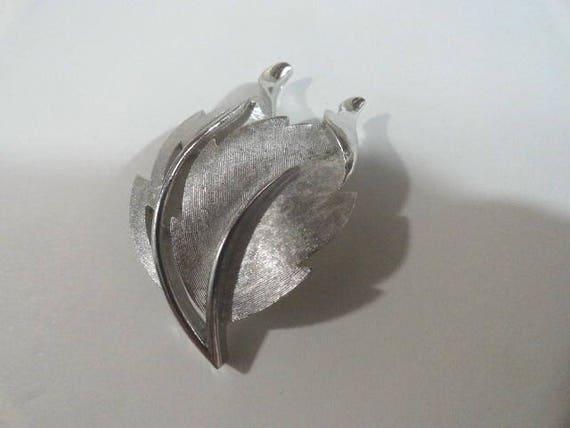 Vintage Crown Trifari Silver Tone Leaf Pin Brooch 1 1/4 inch by 2 inches