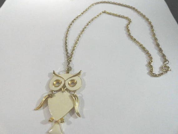 Vintage Art Owl Gold Tone Necklace  Pendant Moving Wings and Tail 28 Inches  with Chain