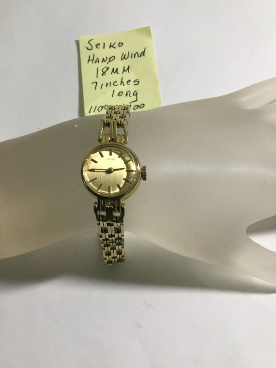 1980s Ladys Seiko Hand Wind Gold Plate Bracelet Wrist Watch 18mm 7 Inches Long