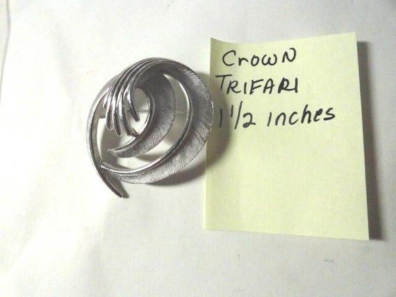 Vintage Crown Trifari Silver Tone Brooch Pin 1 1/2 inches