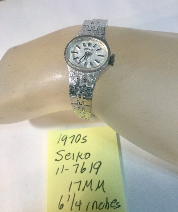 Vintage 1970s Seiko Hand Wind Bracelet Wrist Watch 17mm 6 1/4 inches long