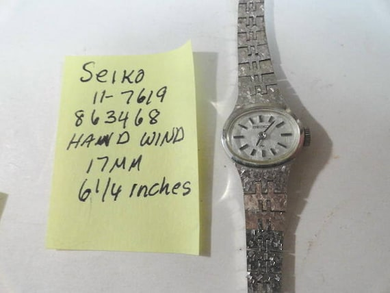 Vintage 1980s Seiko Hand Wind Bracelet Wrist Watch 17mm 6 1/4 inches long