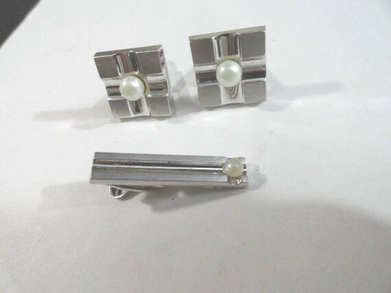 Vintage Hickok Cuff Links with Matching Tie Bar Faux Pearl 3/4 Inches Tie Bar 1 1/4 Inch Silver Tone