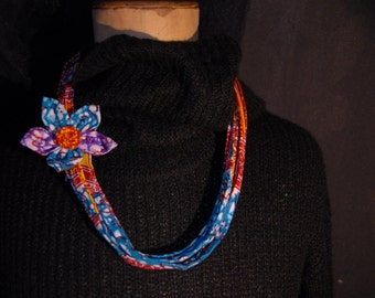 Necklace multi ranks and its removable pin