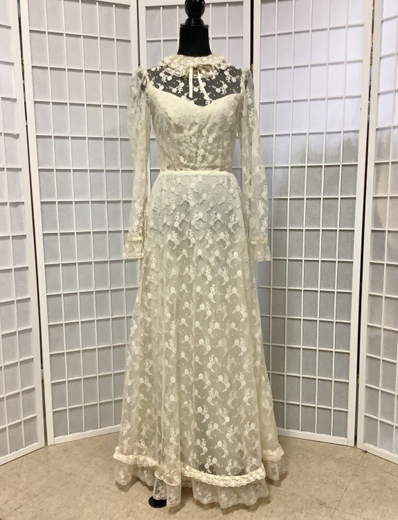 Gorgeous 1970s Ivory Lace Wedding Gown With Detach