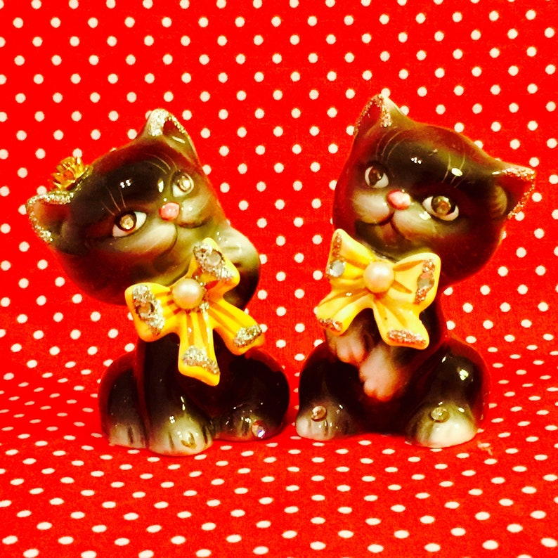 PY Anthropomorphic Bedazzled Black Kittens with Bows Salt and image 0