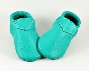 Baby Moccasins Fringeless Emerald Green Loafers Soft Soled Genuine Leather Shoes Toddler Newborn Boy Girl Handmade Gift Prewalker Slipper