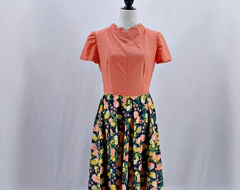 Vintage 50s 60s peach floral scalloped midi dress // Size M