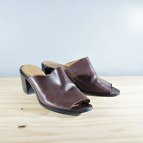 Vintage 80's brown leather block heel mules // Siz