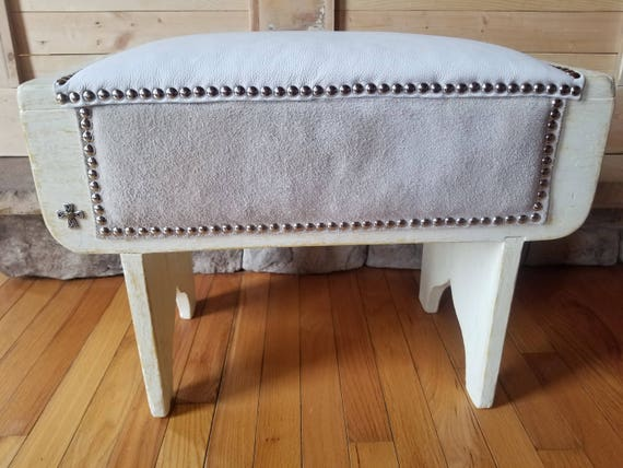 Amazing Antique Primitive Painted Bench Full Grain Leather Suede Silver Studs Cricket Stool Farmhouse Rustic Boot Bench Distressed Farmhouse Stool Cjindustries Chair Design For Home Cjindustriesco