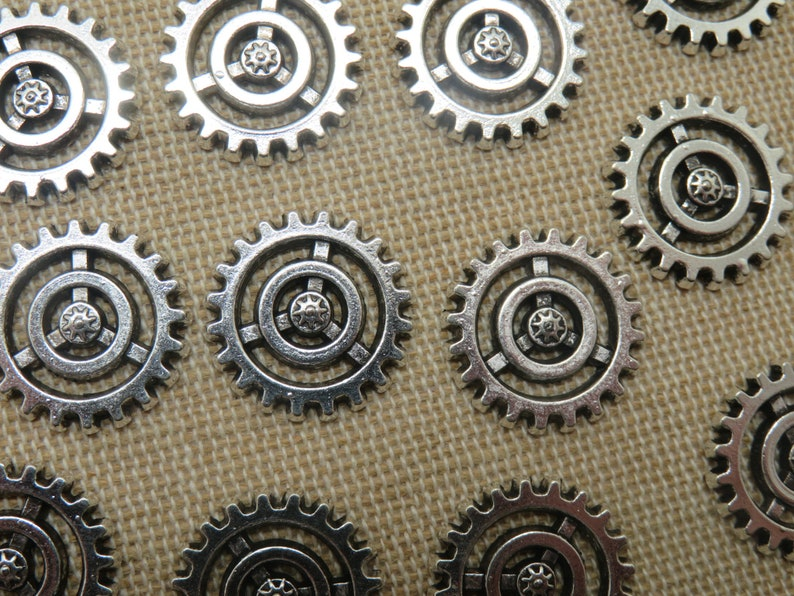 10 charms steampunk gears 18mm silver metal  set of 10 image 0