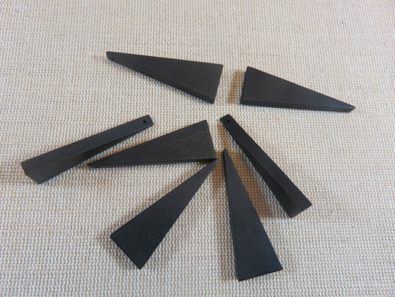 10 Black/Red wooden triangle beads 41mmx14mm  lot of 10 image 0