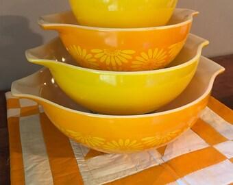 Pyrex mixing bowls | Etsy