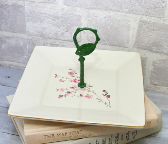 Assiette carrée en Manche avec poignée de cornouiller design et vert feuille, plateau de service contemporain ou plateau, point focal pour la table
