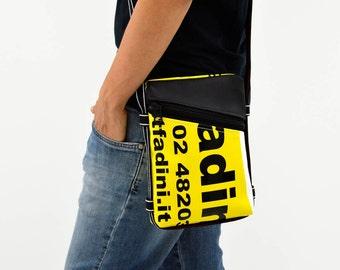 7df9e4df46 Borsello uomo // borsa tracolla con portachiavi // BeesBag Slim nero //  teloni pubblicitari // fatto a mano // eco design // made in Italy