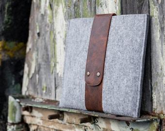 Grey Felt MacBook pro 13 sleeve. macbook air 2020 case with leather strap. Macbook pro 13 sleeve, macbook case, macbook pro 13 case