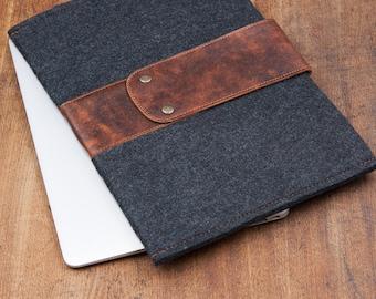 Dark Felt MacBook PRO 14 Case 2021 with leather strap. MacBook Air 13 sleeve. MacBook air 13 inch case 2020.