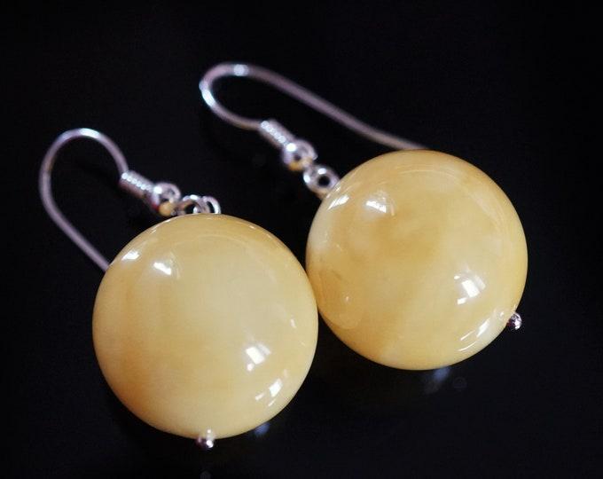 6,5g. Butterscotch Ball Baltic Amber Earrings D:17mm